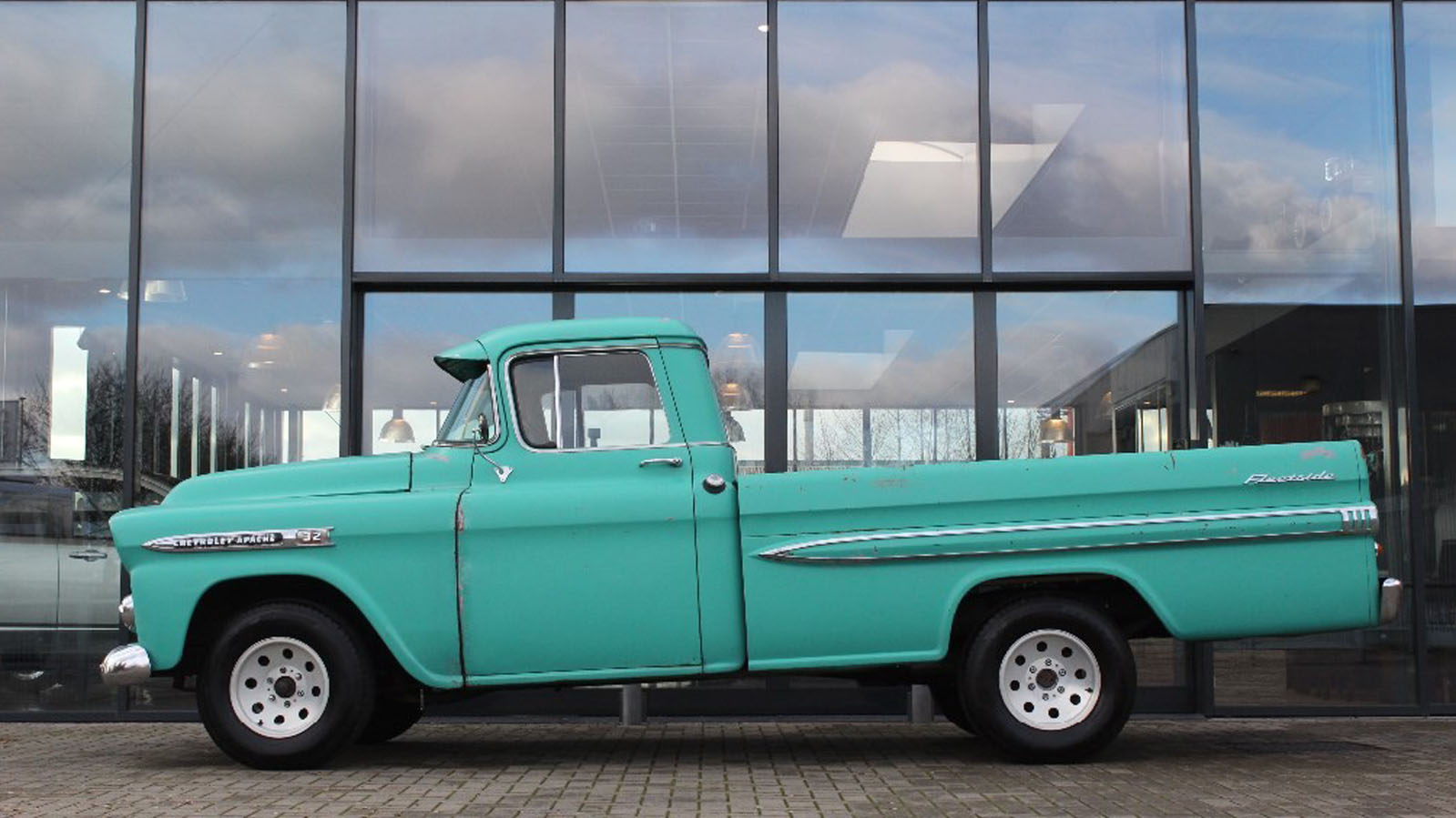 Apache pickup fleetside 5 7 v8 liberty cars exclusive for Motor car portfolio site inventory
